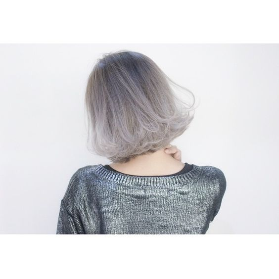 ✂︎SHACHU HAIR✂︎ 15センチくらいバッサリ切ってグラデーションブリーチでホワイティングラデーションカラーにしました〜 #shachu#hair#cut#ヘアカラー