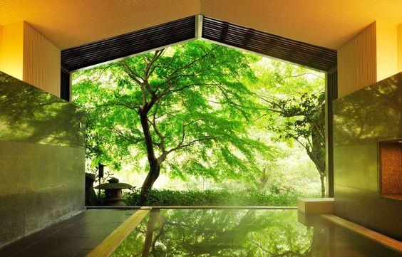 星野リゾート 界 箱根は、箱根の玄関口・箱根湯本に佇む、山川の懐に抱かれた全室リバービューの閑静な温泉旅館です。伝統工芸品の寄木細工をあしらった館内でゆったりお過ごしいただけます。