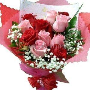 Buket Bunga Mawar 2 Warna Merah Dan Pink Jadi Hiasan Cantik Saat Wedding Flower Delivery Flowers Florist