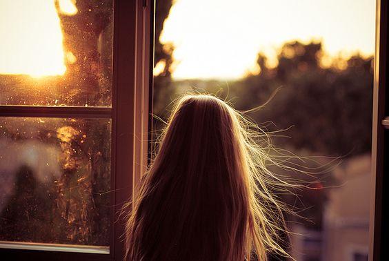 Donar les gràcies pel primer alè del matí, per l'aire que entra per la finestra i ens recorda, un dia més, que estem vius i que tenim una nova oportunitat