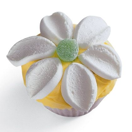 Flower Power Cupcake Simple enough to make with your kids. Let's do it!