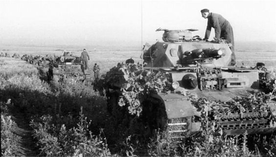 German tank column moves through Kuban steppe (summer, 1942): armée du Sud