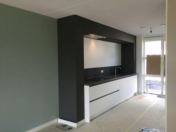 Led Verlichting Keuken Inbouw : Inbouw keuken, met sneeuw witte kasten, inbouw led lampen op bewegings