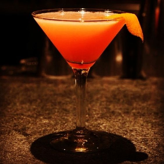 EVERY DAY in December I'm posting an easy Twitter-friendly recipe.  Up next is a recipe for Blood Orange Margaritas. This will make 9 COCKTAILS for your holiday party.  Stir 2/3c lime+1/4c sugar+3/4c H20 til sugar dissolves.Add 1c tequila+1/2 c Cointreau+2c blood orange. Shake on ice & pour!