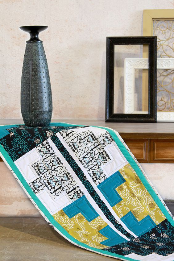 Pyramid Impressions Table Runner Tutorial