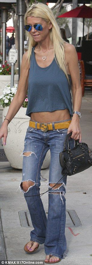 Tara Reid displays worryingly thin arms #dailymail