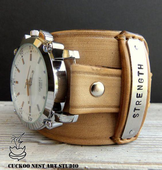 CuckooNestArtStudio Entwurf.  Natürliche Farbe Lederband mit einem Quarz Zifferblatt. Die Uhr-Band besteht aus mit Gemüse gegerbtes Leder,