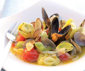 Serviervorschlag für Muschel-Tortellini-Eintopf