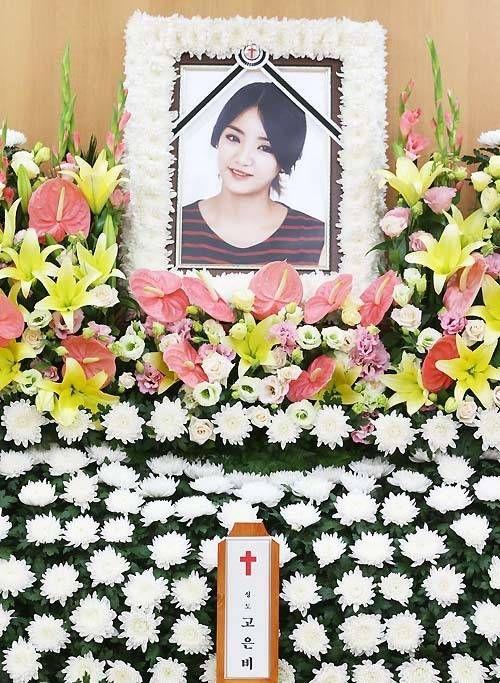 Memorial service takes place for Ladies' Code's EunB   http://www.allkpop.com/article/2014/09/memorial-service-takes-place-for-ladies-codes-eunb
