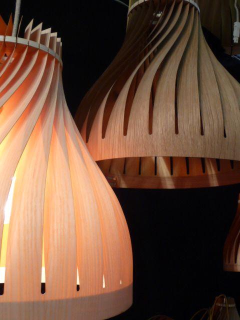 Luminaires L'AIRIAL en suspension. Volupte 40, modèle en chêne et modèle en frêne. A vous de choisir l'essence de bois !