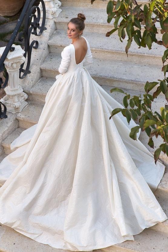 Eva Lendel Naomi Wedding Salon Boginya In 2020 Wedding Dress Long Sleeve Ball Gowns Wedding Wedding Dresses Satin