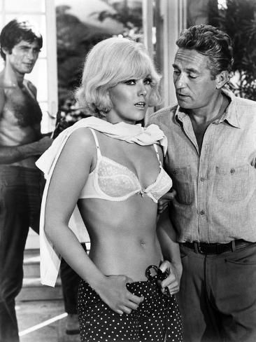 Photo: Le Demon des Femmes THE LEGEND OF LYLAH CLARE by Robert Aldrich with Kim Novak and Peter Finch, 196 : 32x24in