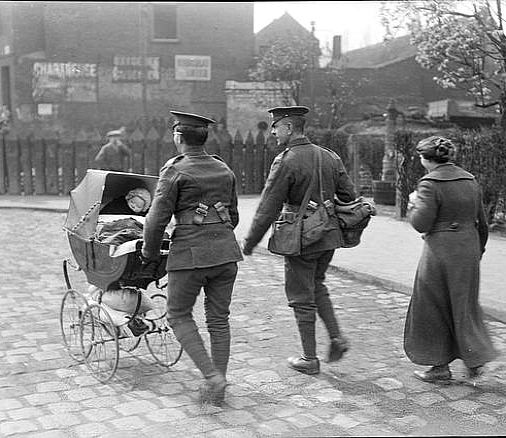 Wwi 11 April 1918 Soldiers Helping Refugees Leaving Lillers