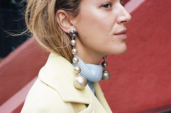 LONG DROP EARRINGS WITH MULTI-BALL, SOFT BEIGE: