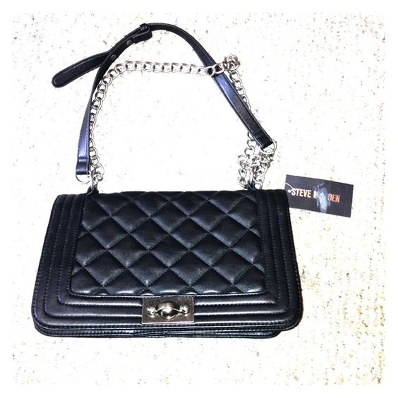 Steve Madden Black Purse NEW STEVE MADDEN purse, never been worn, with tags still attached. Black medium size with trendy chain strap. Unique twist lock closure. Steve Madden Bags Shoulder Bags