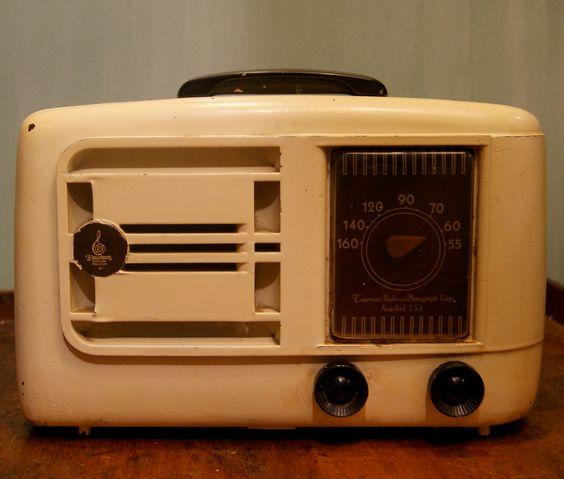 Emerson Old Fashioned Radio Cd Player