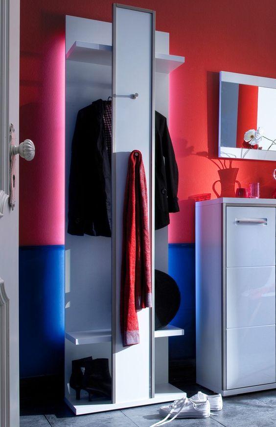 moderne Garderobe Trento | In weißem Hochglanzlack kommt die stilvolle Garderobe daher und begeistert mit viel Stauraum und genügend Platz für Jacken, Schuhe und Co. #modern #trend #MoebelLETZ