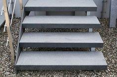 Treppe-Treppen-Stufe-Aussentreppe-freitragend-Granit-Dunkel-geflammt-120-35-8cm