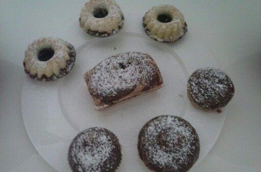 kleine leckere schwarz wei kuchen yummy cakes. Black Bedroom Furniture Sets. Home Design Ideas