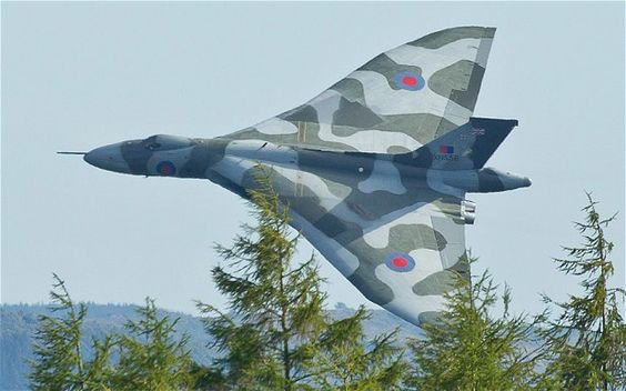 Avro Vulcan XH558 - world's last flying Vulcan bomber forced to retire in 2013