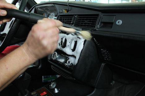 Werden Sie Fachkraft für die Fahrzeuginnen- aufbereitung. Erwerben Sie Kenntnisse und Fähigkeiten zur professionellen Pflege der Fahrzeuginnenräume.