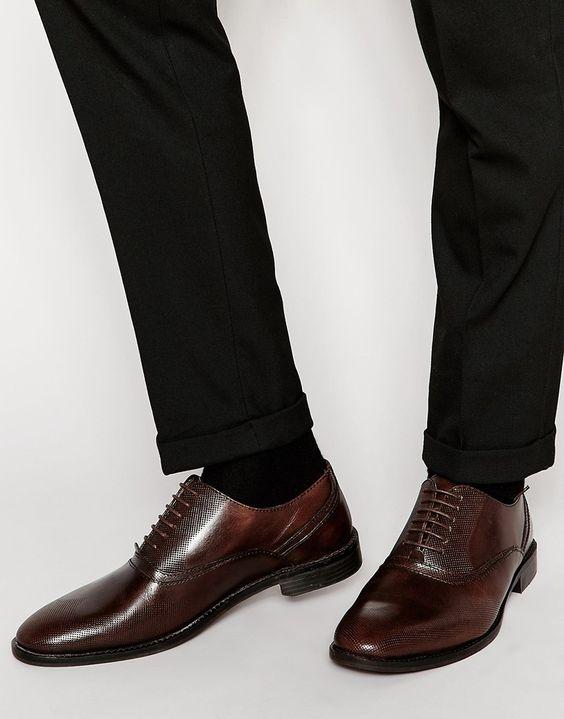Schuhe von ASOS mattes Leder Perforierung Schnürung vorne gerundete Zehenpartie glatte Sohle mit geeignetem Pflegemittel behandeln Obermaterial aus 100% echtem Leder