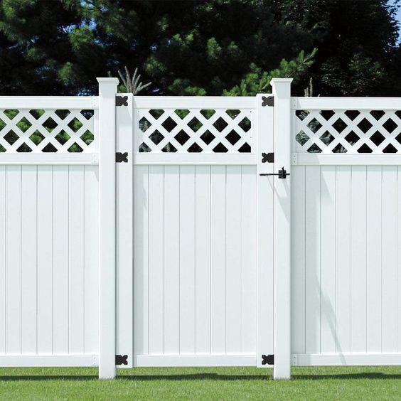 Outdoor Essentials Common 6 Ft X 3 5 Ft Actual 5 71 Ft X 3 46 Ft Picketlock White Vinyl Lattice Top Vinyl Fence Gat In 2020 Fence With Lattice Top Garden Gates Fencing Vinyl Fence Panels