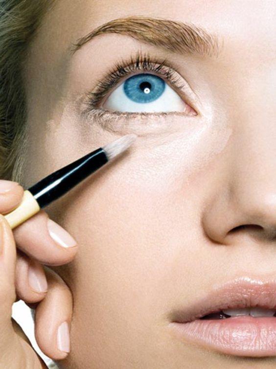 maquillage sous les yeux bleus, maquillage leger yeux bleus
