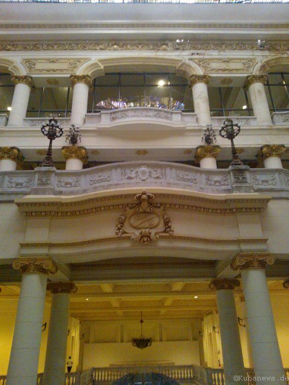 Empore im Museo de Bellas Artes (internationaler Teil), dem ehemaligen Asturischen Club.