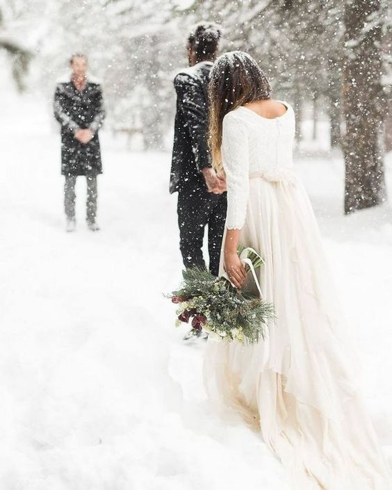 Winter Wedding Photography Ideas #weddings #weddingideas #weddingphotos #winterweddings #weddinginspiration #deerpearlflowers