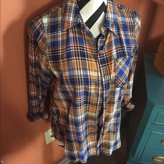 Forever 21 colorful plaid button down Only worn a few times. In perfect condition. Forever 21 Tops Button Down Shirts