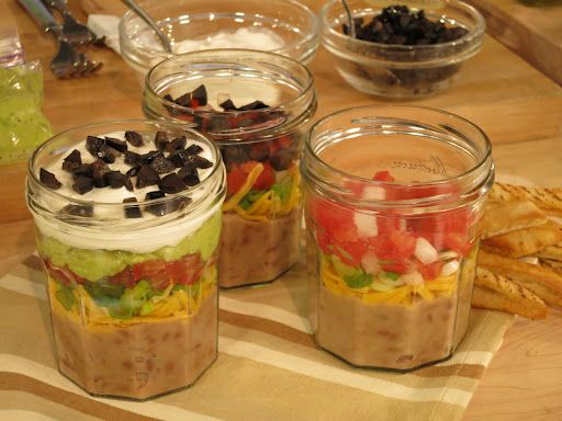 Picnic in a jar- this would be perfect for out on the boat!
