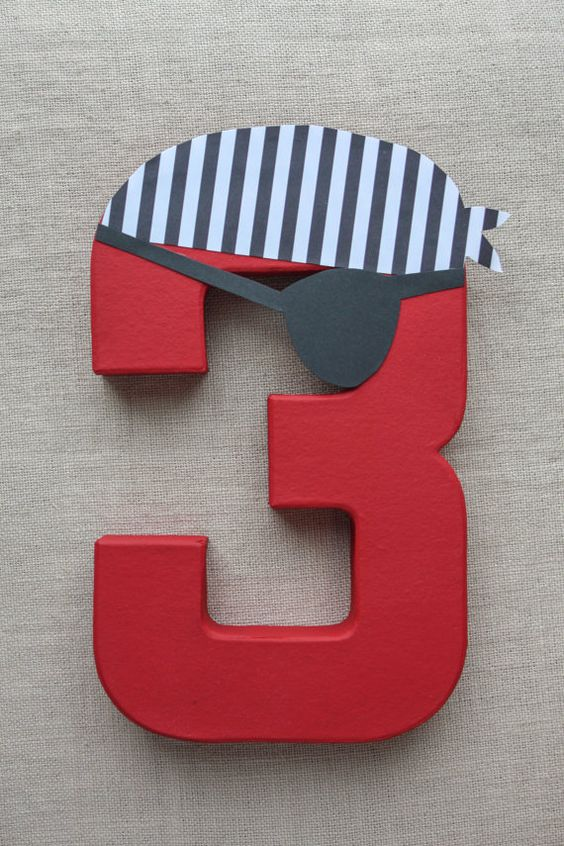 Cute number decoration for a pirate party #DIY #Pirate #Birthday