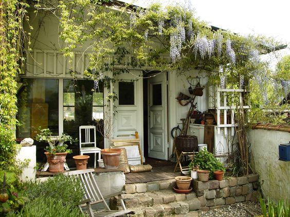 Wohnen und garten  Gartenhaus | The Hippie Garden | Pinterest | Blauregen, Wohnen und ...