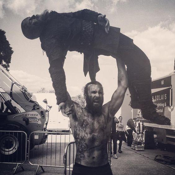 «He ain't heavy...He's my brother #Vikings  #Season3Shananigans»