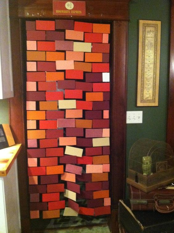 Platform 9 3/4 or Diagon Alley brick curtain. Made with string, paper & tape (?) I want this so much!