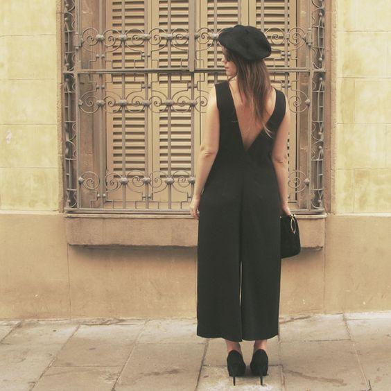 Mono en pantalones culottes y una boina  Jumpsuit with culottes pants and a beret