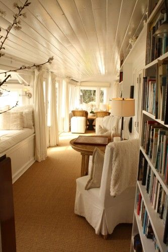 I could sepen hours in a sunroom like this!
