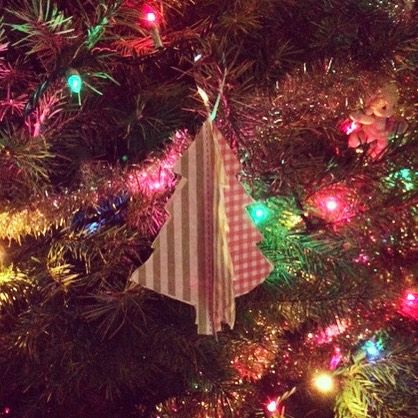 DIY Ornaments #diy #crafts #kidsactivities #kids #ornaments #free #diy #diyproject #holiday decorations #holidays #brothercreativecenter Www.brother.com/CreativeCenter