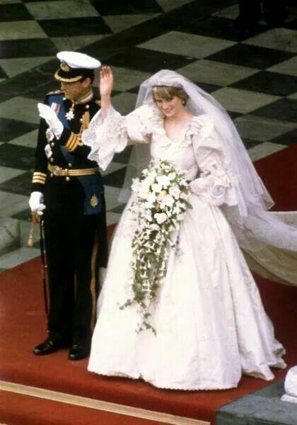 Prinzessin Diana (†36) : Das wurde aus den Personen auf den neuen Hochzeitsfotos