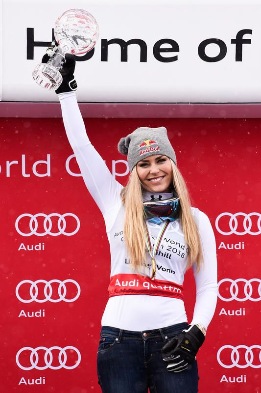 DH Women * St.Moritz 16-Maerz Lindsey VONN flew in from USA to recieve her 8th overall DH-Globe !! 2.Fabienne Suter 3.Larisa Yurkiw