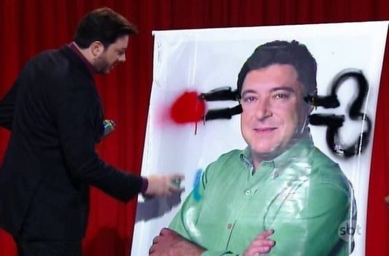 """Como vingança, Gentili picha foto de prefeito de Santo André no """"The Noite"""" #Nome http://popzone.tv/como-vinganca-gentili-picha-foto-de-prefeito-de-santo-andre-no-the-noite/"""