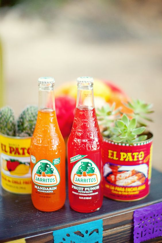 Mexican theme- paradis express: Jl Designs  colorful cans