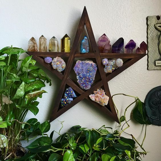 How to use healing crystals to enhance your home Feng Shui - OurMindfulLife.com - bagua feng shui/feng shui tips /feng shui how to /fung shui/feng shui love /feng shui décor/feng shui for love/feng shui color/feng shui elements/feng shui home /room feng shui /feng shui crystals /feng shui crystals/healing crystals/ how to use crystals/crystal meaning//feng shui meaning/feng shui basics/feng shui rules