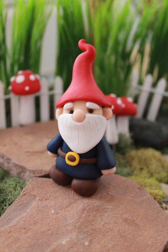 Polymer Clay Traditional Gnome Miniature Gnome von GnomeWoods