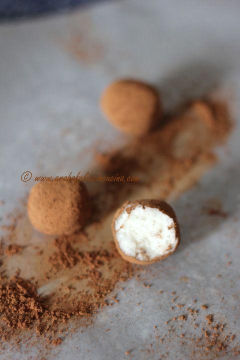 Bon bon istantanei al cocco e cioccolato!