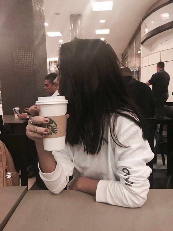 Starbucks // Café // Aeroporto // @tinaboides