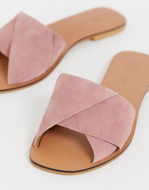 Leather sandals flat