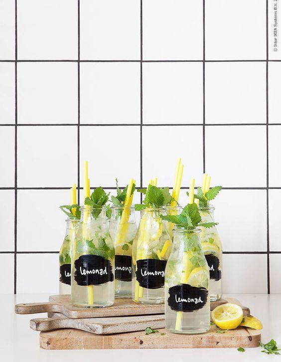 L'équation: litchis, citron vert, fleur de sureau, eau pétillante On fait comment? Ecrasez au pilon 3 ou 4 litchis dans un verre rempli de glace avec ...