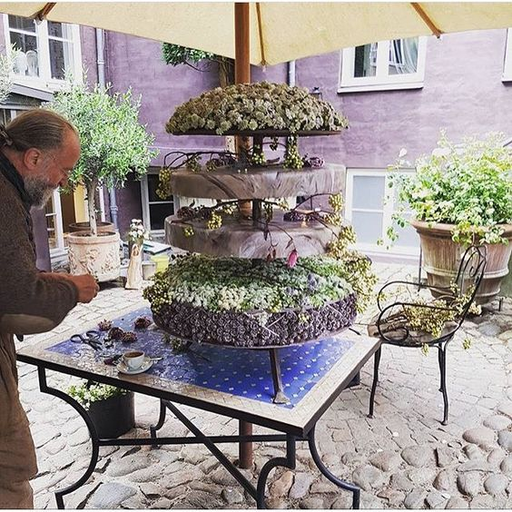 Surprising how Tage Andersen manages to create this wedding cake in Aarhus today - maybe he has a twin? Hope not! Tomorrow he will be back at Gunillaberg. This is a repost from @idaafua  #weddingcake #århus #tageandersen:
